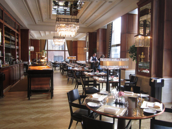 Four-Seasons-Hotel-Gresham-Palace-Budapest-restaurant
