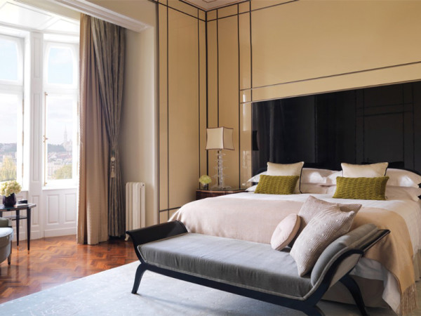 Four-Seasons-Hotel-Gresham-Palace-Budapest-room